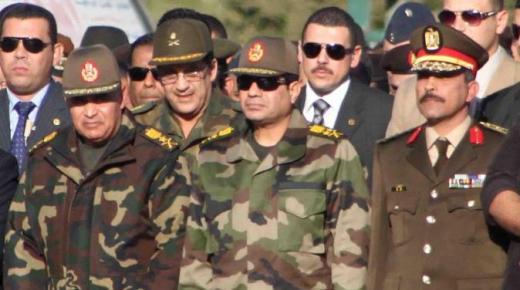 مقتل 26 جنديا مصريا على الاقل في هجوم انتحاري بسيناء هو الأسوأ منذ عزل مرسي