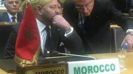 محمد السادس يذرف الدموع بعد عودة المغرب للاتحاد الافريقي (صورة)