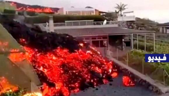 """شاهد: بركان """"كومبري فييخا"""" بجزر الكناري الإسبانية يخلف دمارا وحممه تهدد الحياة البحرية"""