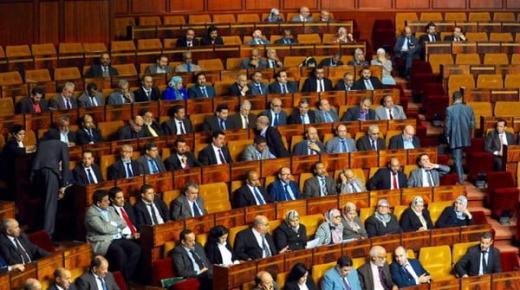 إيطاليا تجري إستفتاءاً لتقليص أعضاء برلمانها والأحزاب المغربية تدعو لزيادة عدد البرلمانيين