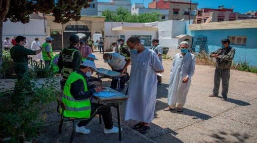 """إقبال مغاربة على التسجيل للإستفادة من عملية التلقيح ضد فيروس """"كورونا"""""""