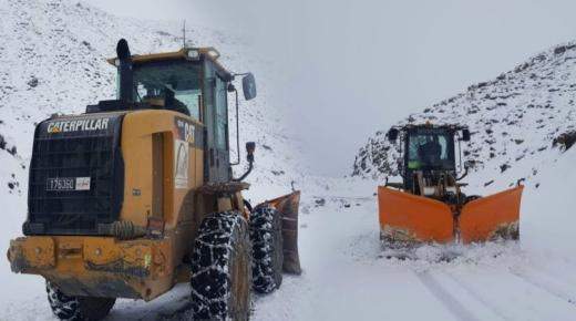 إعادة فتح الطرق الوطنية بالحسيمة التي اغلقتها الثلوج