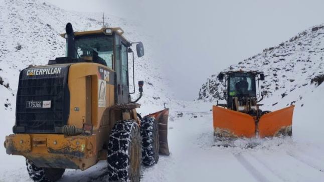 بعدما غمرتها الثلوج.. إعادة فتح الطريق بين إفران وبولمان