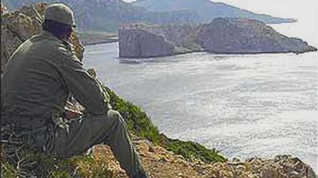 الأمن المغربي يَقتحم جزيرة ليلى لإخلائها من مهاجرين أفارقة وإسبان يعتبرونه إستفزازاً