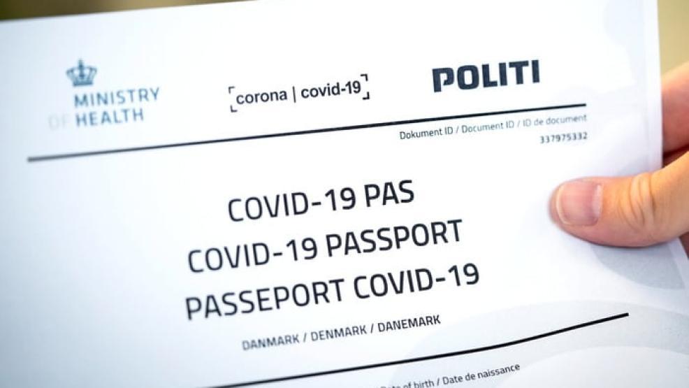 دولة أوروبية تمنح الحاصلين على لقاح كورونا جواز سفر