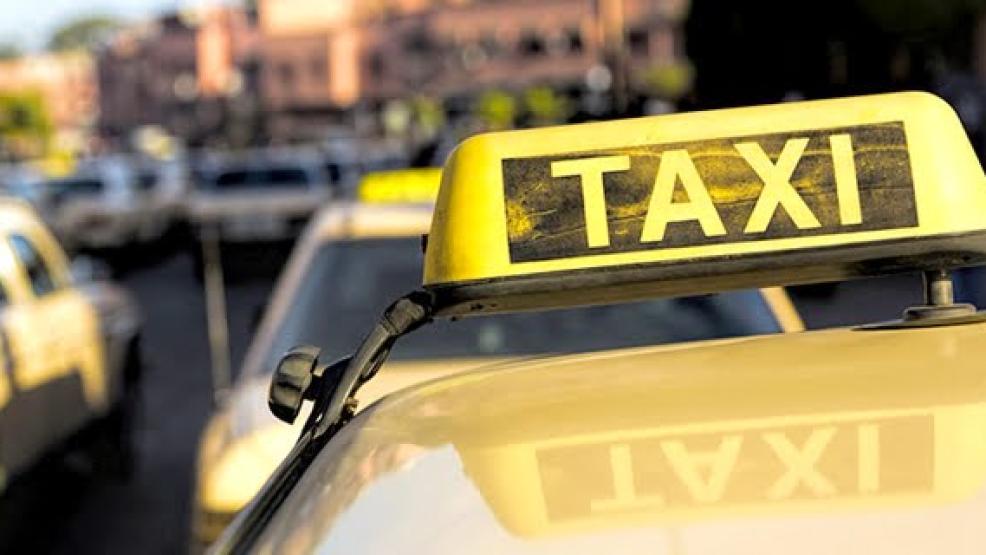 مقترح قانون بالبرلمان لتنظيم قطاع سيارات الأجرة وشروط تسليم رخصها