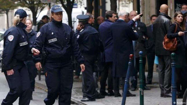 """الشرطة الفرنسية تقتل رجلا هاجمها هاتفا """"الله أكبر"""""""