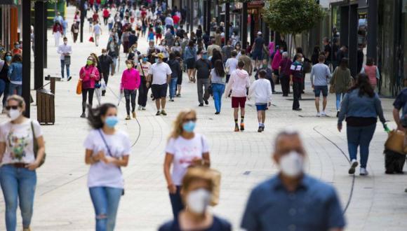 رئيس الحكومة الإسبانية يعلن عن إلغاء إلزامية وضع الكمامة في الشارع