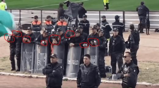 """البوليس خلاو الماتش وبداو كيصورو.. جماهير الرجاء تدهش رجال شرطة تونسيين بأغنية """"فبلادي ظلموني""""(فيديو)"""