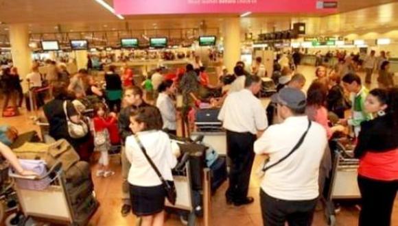 مهاجرين عالقين بمطار بروكسيل بعد الغاء الخطوط الملكية لرحلتين إلى الناظور وطنجة