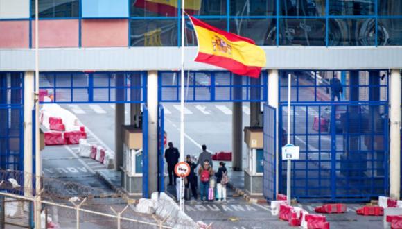 مغاربة في مليلية ينشدون فتح المعابر الحدودية