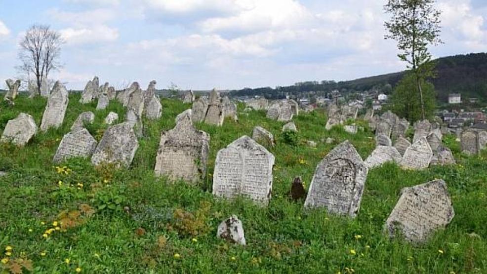 باحث يكشف مقبرة في إسبانيا لرفات مئات الريفيين