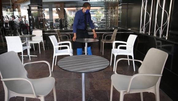 أول مدينة مغربية تفعل جواز التلقيح لدخول المقاهي