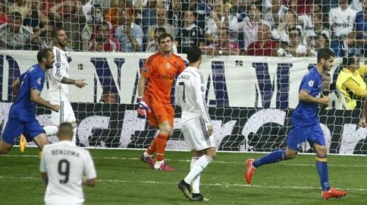 """زملاء تيفيز يجردون ريال مدريد لقب """"التشَمْبيَونْسليج"""" ويتأهلون لمواجهة برشلونة في نهائي برلين"""