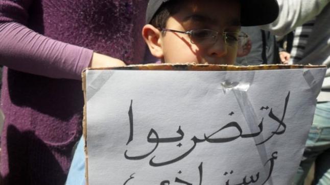 تلميذ يبرح مديرة ثانوية ضربا و يرسل حارسة عامة في غيبوبة