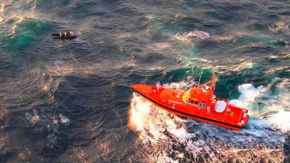 إنقاذ 46 مهاجرا مغربيا بالبحر الأبيض المتوسط وفقدان أثر إثنين بعد غرق القارب