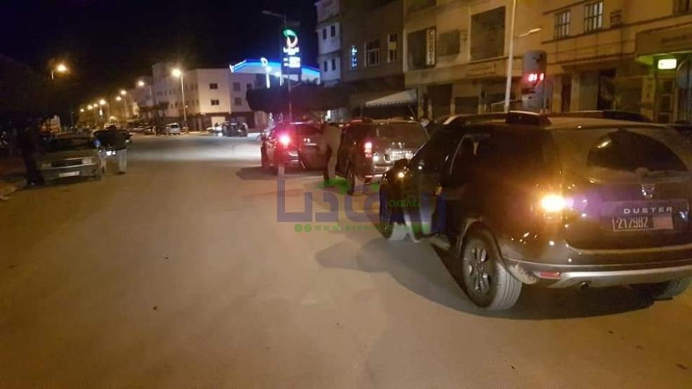 شاهد: سلطات بن الطيب تقف على فرض حظر التجوال الليلي باحياء المدينة (+صور)