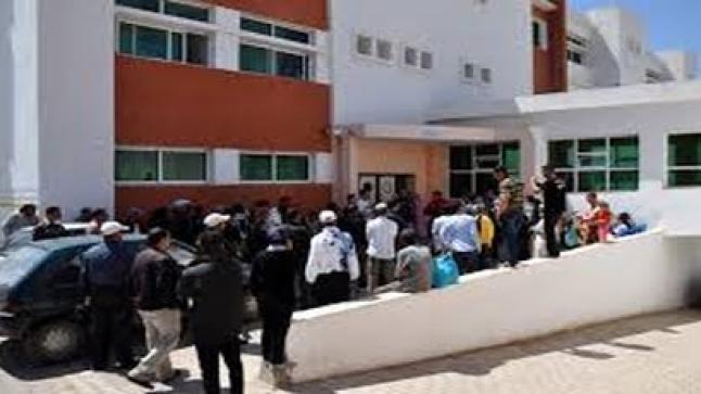 شاب يحاول الإنتحار داخل المستشفى الحسني بالناظور وإطار بالمندوبية ينقذه من موت محقق