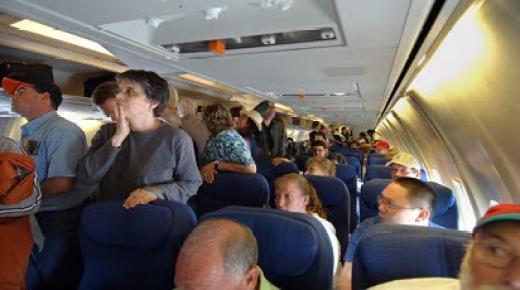 واقعة غير مسبوقة: شابتان مغربيتان ترغمان طائرة على الهبوط اضطراريا في فيينا بسبب مسافر يطلق ريحا كريها