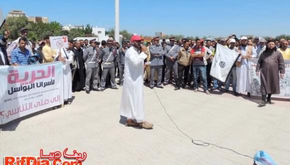 شد وجذب بين محتجين في اللجنة المشتركة للدفاع عن المعتقلين والسلطات المحلية من امام مسجد بر بمدين سلوان