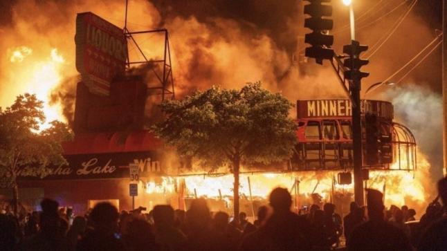 """أمريكا تتوجس من تجدد أعمال العنف و """"ترامب"""" يعلن حالة الطوارئ بواشنطن"""