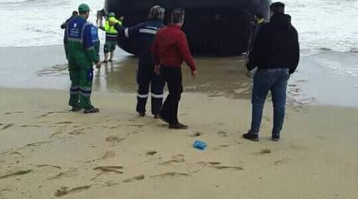 العثور على جسم غريب بشواطئ الفنيدق (+صور)
