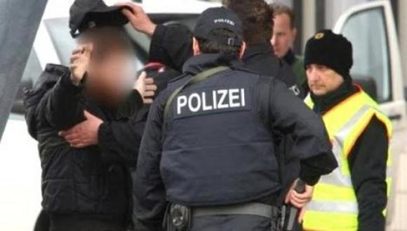القبض على رجل الماني اعتدى بالضرب على مراهق سوري داخل قطار (+فيديو)