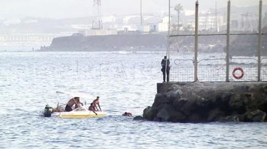 ليس الرجال فقط.. 5 مغربيات عالقات بسبتة يلجأن للسباحة للعودة إلى المغرب (فيديو)
