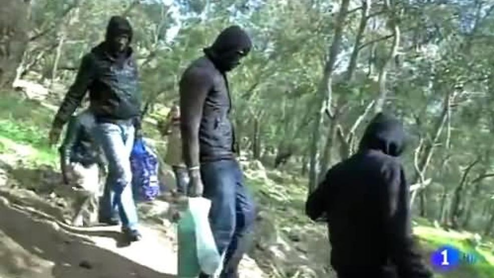فيديو: القناة الأولى الإسبانية تسلط الضوء على المهاجرين الأفارقة والسوريين المتوافدين على سبتة ومليلية