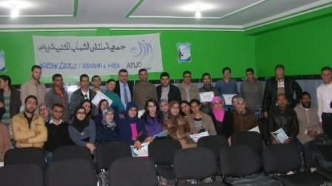 """جمعية ملتقى الشباب فرع الناظور تبصم على دورة تدريبية ناجحة في موضوع """"التواصل الفعال"""""""