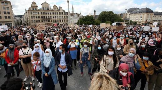 بلجيكيون يتظاهرون في بروكسيل ضد قيود كورونا ويهاجمون خبراء الأوبئة