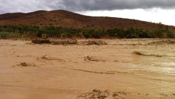 فيديو: أمطار غزيرة تَقطع الطريق والتيار الكهربائي في بني بوفراح