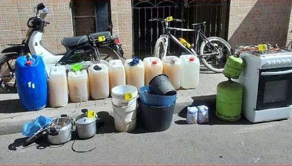 بني انصار.. إيقاف ثلاثة أشخاص متلبسين بإعداد ورشة لتقطير مسكر ماء الحياة