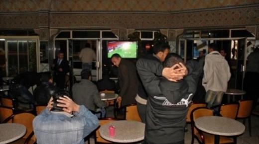 هل تقرر السلطات منع المقاهي من بث المباريات ؟