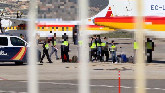 إسبانيا تشرع في ترحيل الحراكة المغاربة من جزر الكناري.. والرباط تتخذ هذا القرار