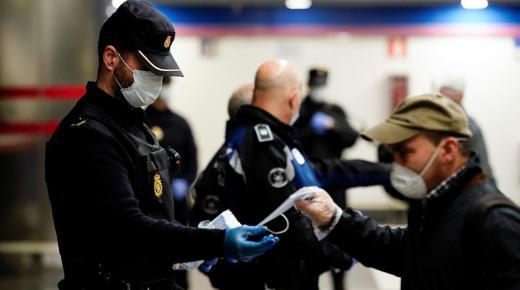 مدريد تشدد القيود والتدابير الاحترازية بعدد من المناطق في محاولة لمحاصرة تفشي الفيروس