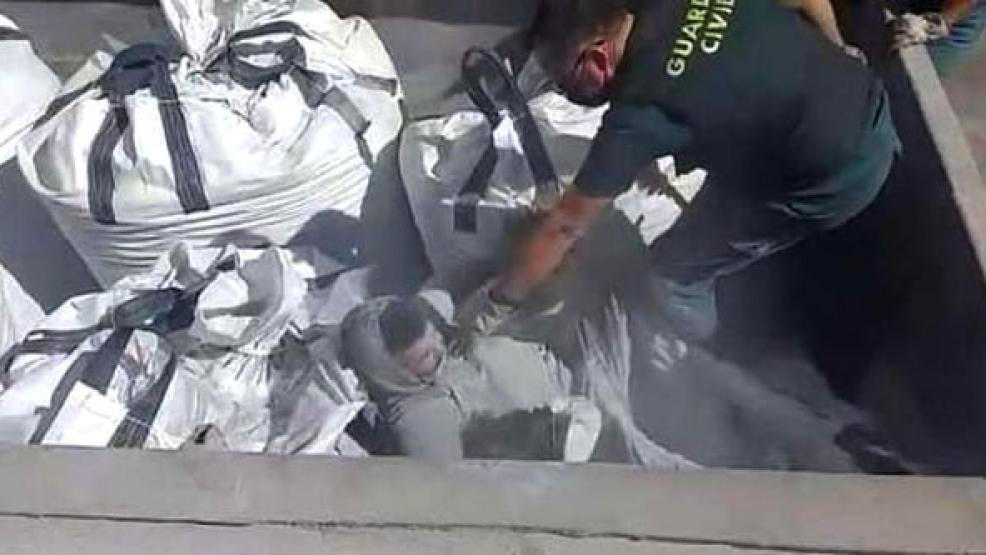 الوجه المأساوي للهجرة.. العثور على مهاجرين مغاربة وجزائريين بين نفايات سامة في ميناء مليلية