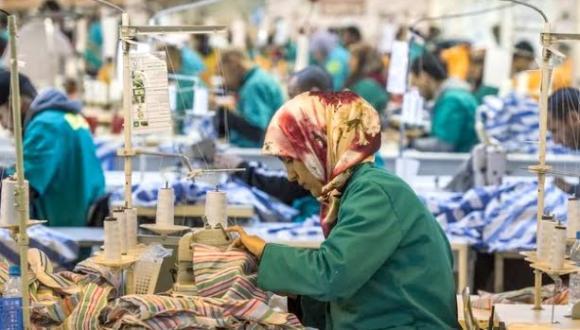 شركات إسبانية في طنجة تتلقى طلبات بإيقاف الإنتاج.. هل تشتعل الحرب التجارية بين المغرب وإسبانيا؟