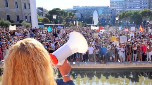 إسبانيا.. ثلاثة آلاف شخص يتظاهرون في مدريد رفضا للكمامات (فيديو)