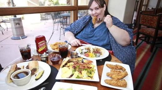إلى جانب الأكل المفرط.. 5 أسباب أخرى تؤدي للسمنة