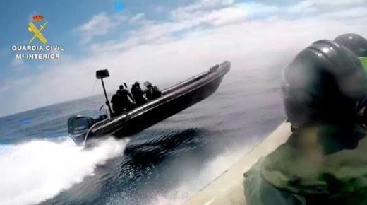 شاهد بالفيديو.. مطاردة بحرية أخرى قبالة سبتة تنتهي بحجز طن من الحشيش