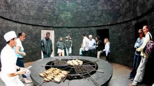 طباخون إسبانيون يعرضون مهاراتهم في طبخ الأطعمة بحرارة بركان
