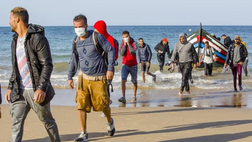 عشرات الحراكة المغاربة يصلون إلى إسبانيا بالكمامات (+صـور)