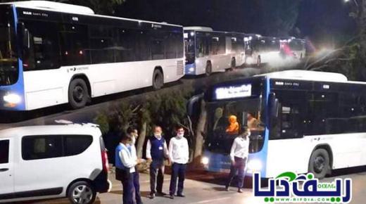 """بسبب تجاوز الحد المسموح به من الركاب.. السلطات توقف حافلات """"فكتاليا"""" بين الناظور وبني انصار"""