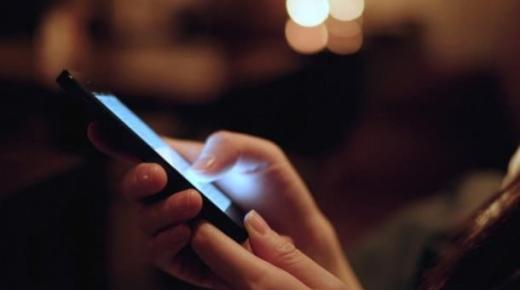 """مغاربة يدعون لمقاطعة شركات الاتصالات احتجاجا على حظر""""الواتساب"""" و السكايب"""""""