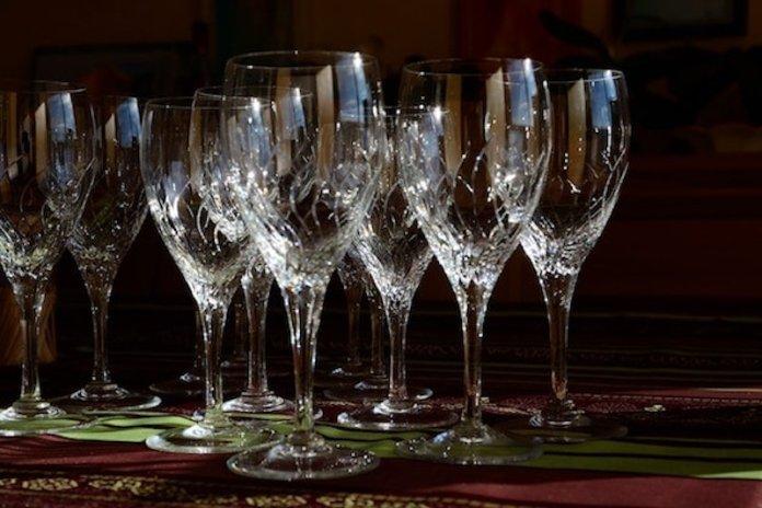 dove si buttano i bicchieri di cristallo