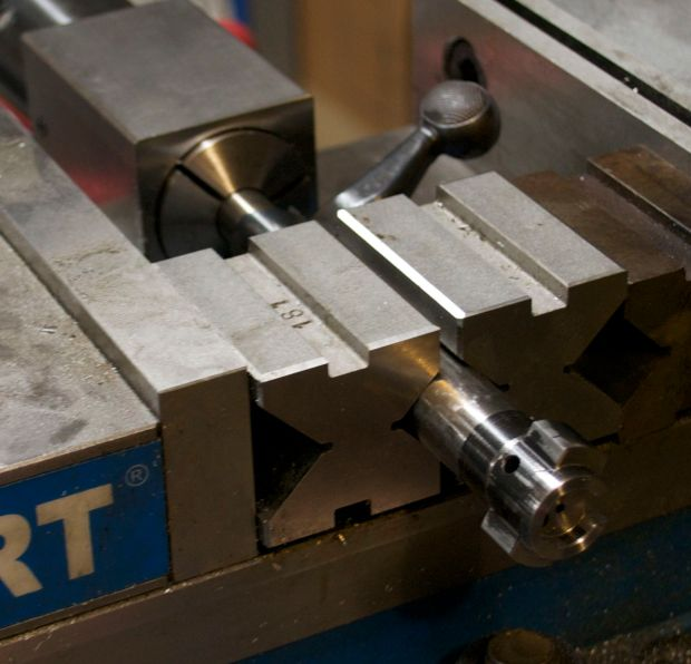 rotating bolt 90 degrees in milling machine vise