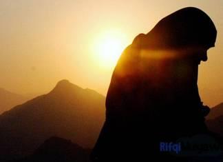 Ilustrasi Gambar Doa Muslimin Dan Muslimat Setelah Sholat Fardhu Bahasa Arab Latin Dan Terjemahannya Lengkap