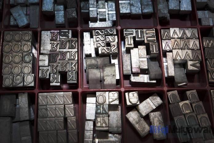 Ilustrasi Gambar Pengertian Serif pada Typograhpy