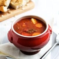 Gullashsuppe - opskrift på krydret ungarsk gullashsuppe